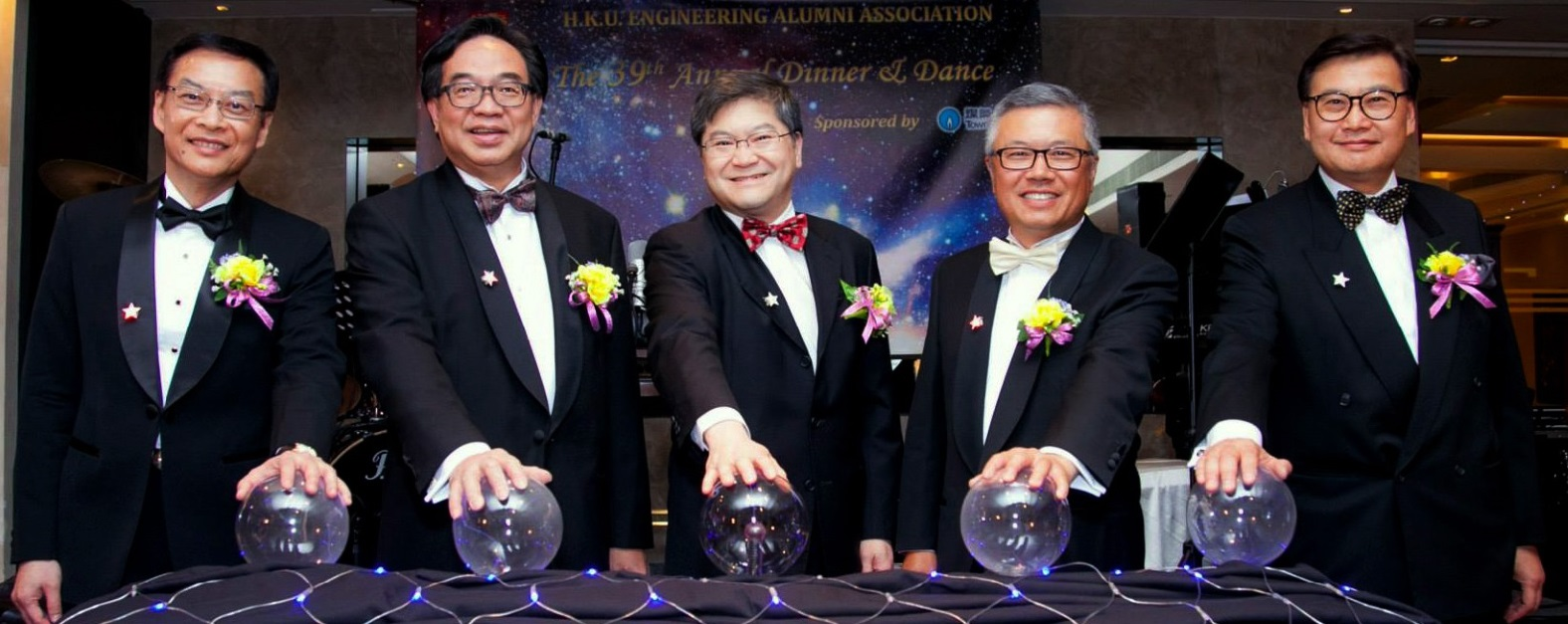 (left to right) Ir WAI Chi Sing (14/15 President of HKUEAA), Ir LO Wai Kwok (1991-1992 President of HKUEAA), Dean of Engineering, Mr. Vincent Cheung ()